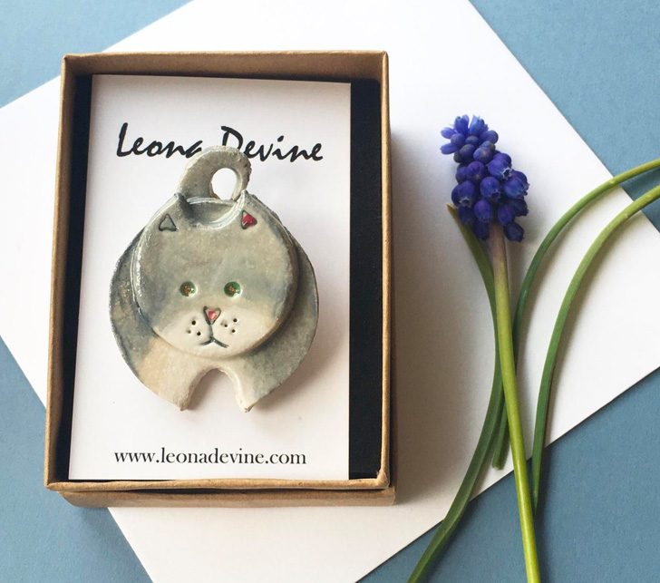 image of cat brooch by leona devine ceramic artist